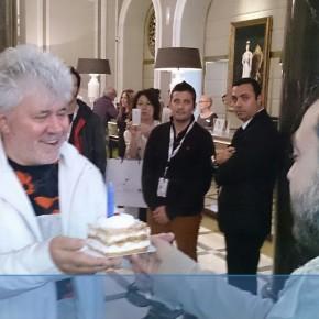 Felicitando a Pedro Almodóvar por su cumpleaños